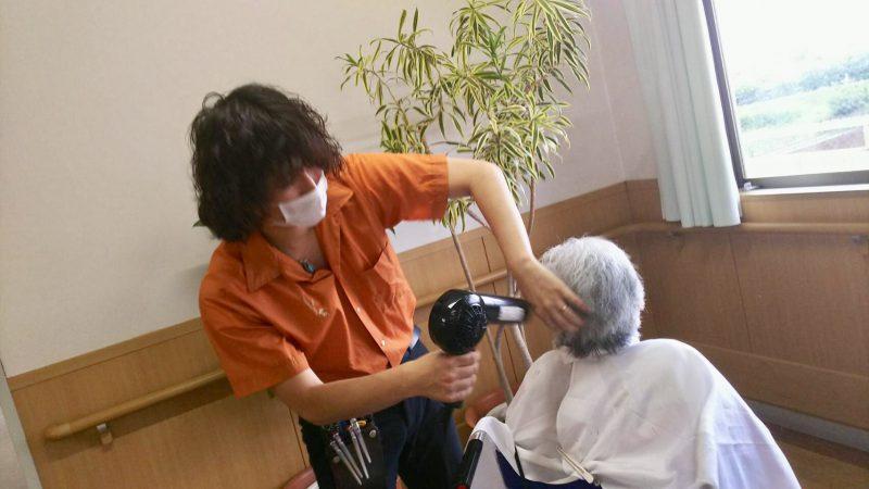 藤沢 美容院 カット ボランティア 介護施設 高齢者